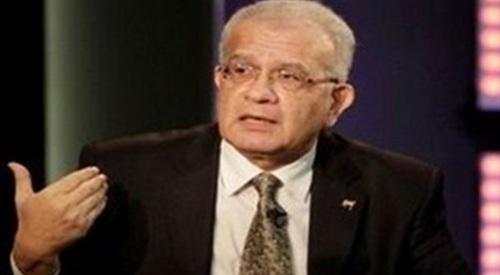 د. حازم حسني يتسائل: ليه تاخد 15 سنة فى حب مصر لما تقدر تاخد 10 بس فى خيانتها؟!ـ