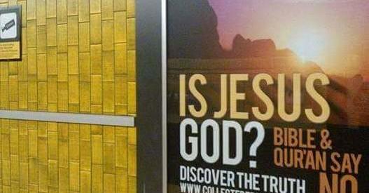 """لافتة بمحطة مترو أنفاق بكندا تقول """"هل المسيح هو الله ، الأنجيل والقرأن يقولان لا"""""""