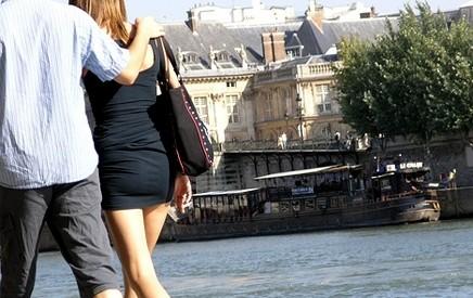فرنسا: مغربي يطعن أم وبناتها الثلاث بسبب ملابسهن