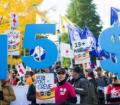 مسيرة في مونتريال تنادي برفع الحد الادني للاجور الي ١٥ دولار في الساعة
