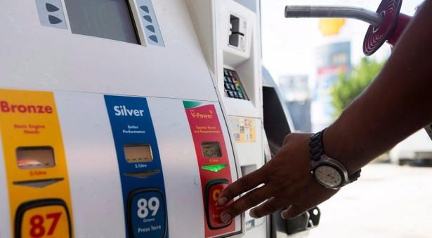 خبراء: أسعار البنزين والغاز ستواصل الارتفاع في أونتاريو خلال عام 2017