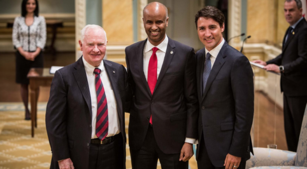 """""""أحمد حسين""""، كندي من أصل صومالي وزيراً للهجرة والجنسية بكندا"""