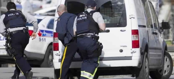 الشرطة تكشف عن هوية إرهابي حادث كندا .. لاجئ صومالي يحمل علم داعش وتم الأفراج عنه قبل عامين