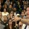 امرأة تواجه رئيس الوزراء كندا في مونتريال وتدعوه بالخائن