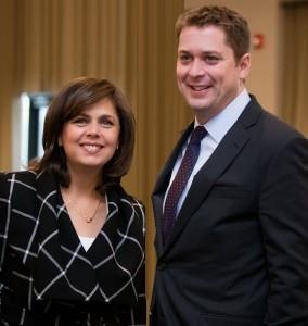 غادة ملك مع رئيبس حزب المحافظين الكندي أندرو شير
