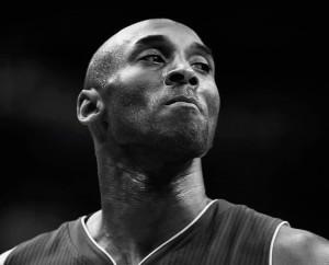 """حالة من الحزن بعد مقتل لاعب كرة السلة الشهير """" كوبي براينت"""" في حادث تحطم طائرة"""